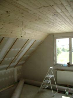Holzdecken einsetzen – Wohnraumgestaltung im großen Stil