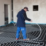 Der Artikel gibt Tipps zum Verlegen von Fußbodenheizungen.