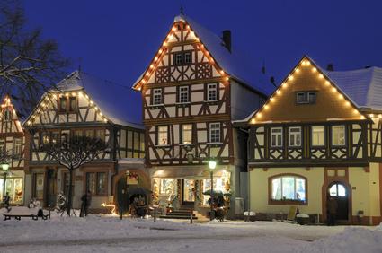 Damit das Haus auch von außen strahlt – weihnachtliche Außenbeleuchtung