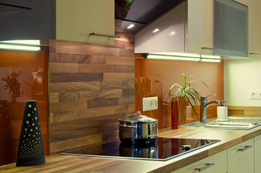 Praktische Ideen für einen Küchenspiegel aus Glas