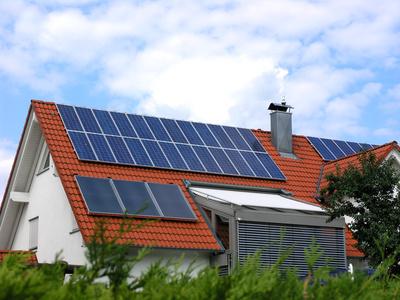 Das Eigenheim mit Solarstrom heizen – so funktioniert es