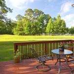 eine Holz-Terrasse