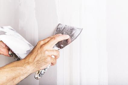 Bloß keine Löcher – So spachtelt man Wände