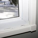 Der Zugluft die Luft abdrehen: Fenster und Türritzen abdichten