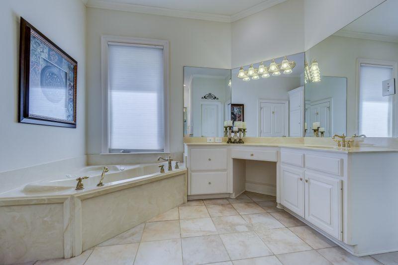 DIY-Montage einer Eckbadewanne mit Schürze